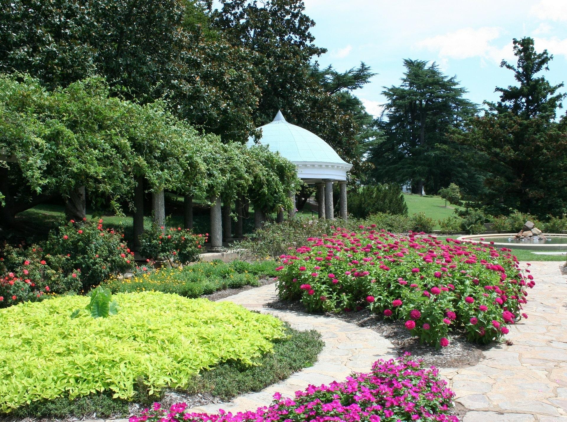 garden-53772_1920